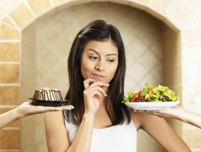mujer-indecisa-comida